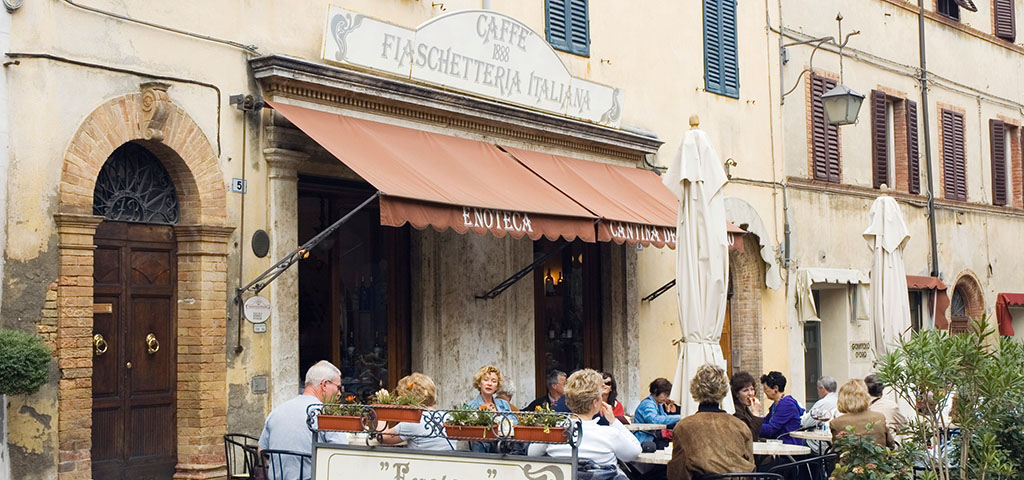Sidewalk cafe, Caffe Fiaschetteria Italiana, Montalcino, Chianti, Tuscany, Italy, Europe